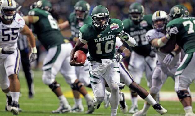 SPORTS  Robert Griffin III opens up the field in the second half as Baylor plays Washington in the Valero Alamo Bowl at the Alamodome in San Antonio, Texas  on December 29, 2011 Tom Reel/Staff Photo: TOM REEL, SAN ANTONIO EXPRESS-NEWS / © 2011 San Antonio Express-News