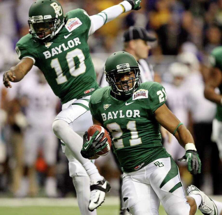 FOR SPORTS - Baylor's Jarred Salubi heads up field against Washington during first half action of the 2011 Valero Alamo Bowl Thursday Dec. 29, 2011 at the Alamodome in San Antonio,Tx.  (PHOTO BY EDWARD A. ORNELAS/eaornelas@express-news.net) Photo: EDWARD A. ORNELAS, SAN ANTONIO EXPRESS-NEWS / SAN ANTONIO EXPRESS-NEWS (NFS)