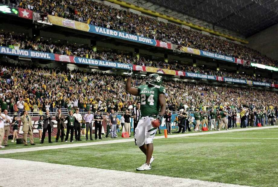 FOR SPORTS - Baylor's Terrance Ganaway celebrates after scoring a touchdown against Washington during second half action of the 2011 Valero Alamo Bowl Thursday Dec. 29, 2011 at the Alamodome in San Antonio,Tx. Baylor won 67-56. (PHOTO BY EDWARD A. ORNELAS/eaornelas@express-news.net) Photo: EDWARD A. ORNELAS, SAN ANTONIO EXPRESS-NEWS / SAN ANTONIO EXPRESS-NEWS (NFS)