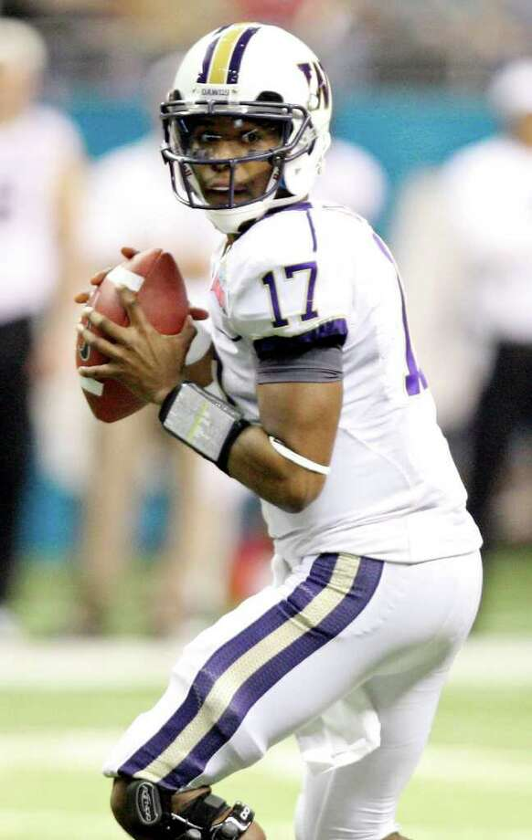 FOR SPORTS - Washington's Keith Price looks to pass against Baylor during first half action of the 2011 Valero Alamo Bowl Thursday Dec. 29, 2011 at the Alamodome in San Antonio,Tx.  (PHOTO BY EDWARD A. ORNELAS/eaornelas@express-news.net) Photo: EDWARD A. ORNELAS, SAN ANTONIO EXPRESS-NEWS / SAN ANTONIO EXPRESS-NEWS (NFS)