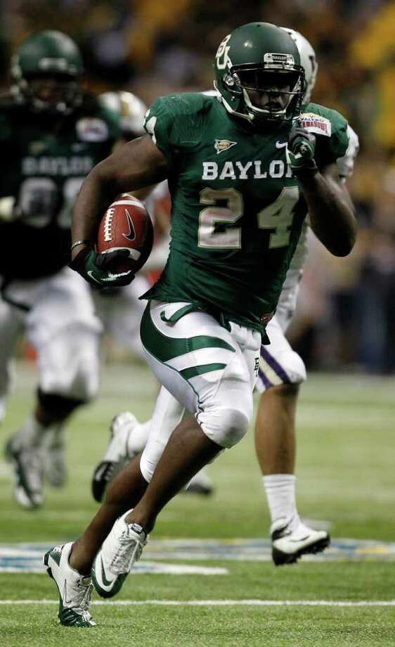 FOR SPORTS - Baylor's Terrance Ganaway breaks off a huge run during game action against Washington of the 2011 Valero Alamo Bowl at the Alamodome in San Antonio, Texas on Friday, Dec. 30, 2011. Baylor won 67-56. MICHAEL MILLER / mmiller@express-news.net Photo: MICHAEL MILLER, SAN ANTONIO EXPRESS-NEWS / mmiller@express-news.net