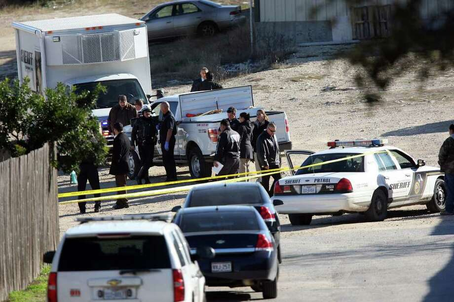 Bexar County deputies investigate the scene where the body of a woman was found Thursday morning in the 25000 block of U.S. 281 North. Detective Louis Antu said the body had several gunshot wounds. Photo: JERRY LARA, SAN ANTONIO EXPRESS-NEWS / SAN ANTONIO EXPRESS-NEWS
