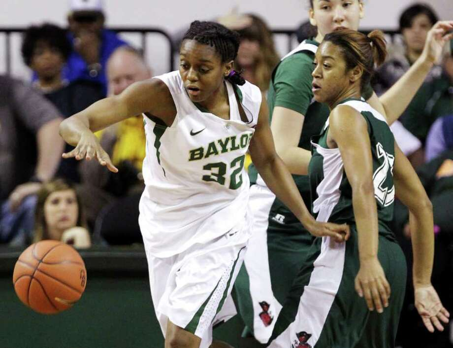 Baylor's Brooklyn Pope reaches for a loose ball in front of Mississippi Valley State's Aspen Clemons. Photo: AP