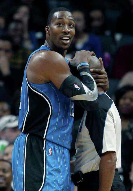 CHUCK BURTON : ASSOCIATED PRESS SHOWING SOME LOVE : Dwight Howard was all smiles and for good reason, as his Magic routed the Bobcats on Friday night. Photo: Chuck Burton / AP