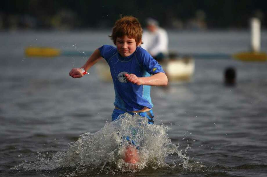 A young participant braves the 49-degree Lake Washington water during the annual Polar Bear Plunge at Matthews Beach in Seattle. Photo: JOSHUA TRUJILLO / SEATTLEPI.COM