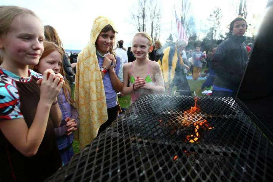 Young participants warm up after wading into Lake Washington during the annual Polar Bear Plunge at Matthews Beach in Seattle. Photo: JOSHUA TRUJILLO / SEATTLEPI.COM