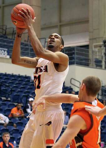 UTSA's Melvin Johnson, III (31) goes the basket against Bowling Green's Scott Thomas (10) in men's basketball at UTSA on Sunday, Jan. 1, 2012. UTSA won 86-79 in overtime. Photo: KIN MAN HUI, ~ / SAN ANTONIO EXPRESS-NEWS