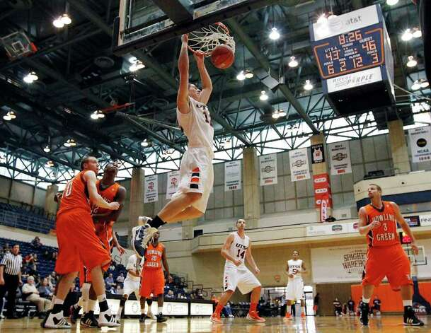 UTSA's Jeromie Hill (12) dunks against Bowling Green in men's basketball at UTSA on Sunday, Jan. 1, 2012. UTSA won 86-79 in overtime. Photo: KIN MAN HUI, ~ / SAN ANTONIO EXPRESS-NEWS