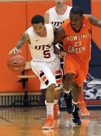 UTSA's Michael Hale, III (05) gets a steal against Bowling Green's Craig Sealey (23) in men's basketball at UTSA on Sunday, Jan. 1, 2012. UTSA won 86-79 in overtime. Photo: KIN MAN HUI, ~ / SAN ANTONIO EXPRESS-NEWS