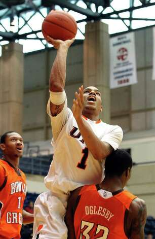 UTSA's Stephen Franklin (01) drives to the basket and draws a foul against Bowling Green's Torian Oglesby (32) in men's basketball at UTSA on Sunday, Jan. 1, 2012. UTSA won 86-79 in overtime. Photo: KIN MAN HUI, ~ / SAN ANTONIO EXPRESS-NEWS