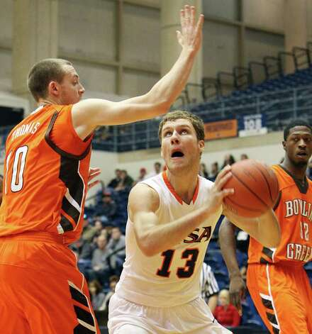 UTSA's Igor Nujic (13) attempts a shot against Bowling Green's Scott Thomas (10) in men's basketball at UTSA on Sunday, Jan. 1, 2012. UTSA won 86-79 in overtime. Photo: KIN MAN HUI, ~ / SAN ANTONIO EXPRESS-NEWS