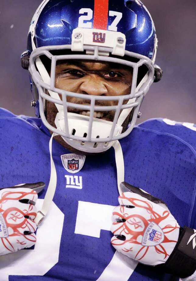 New York Giants running back Brandon Jacobs grimaces while warming before an NFL game against the Dallas Cowboys Sunday, Jan. 1, 2012, in East Rutherford, N.J. Photo: Kathy Willens, Kathy Willens, Associated Press / AP
