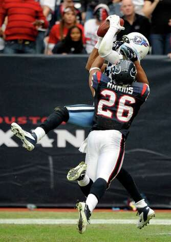 Tennessee Titans wide receiver Nate Washington, top, hauls in a catch for a touchdown as Houston Texans defensive back Brandon Harris (26) reaches for him in the fourth quarter of an NFL football game on Sunday, Jan. 1, 2012, in Houston. Photo: Dave Einsel, Associated Press
