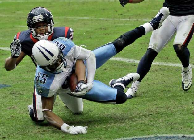 Tennessee Titans wide receiver Nate Washington (85) falls into the end zone for a touchdown on a pass play despite the efforts of Houston Texans defensive back Brandon Harris (26) in the fourth quarter of an NFL football game on Sunday, Jan. 1, 2012, in Houston. Photo: David J. Phillip, Associated Press