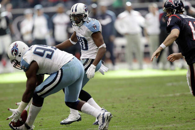Tennessee Titans defensive end William Hayes (95) recovers the ball after it was snapped over the head of Houston Texans quarterback Jake Delhomme on a two-point conversion play in the fourth quarter of an NFL football game on Sunday, Jan. 1, 2012, in Houston. The Titans defeated the Texans 23-22. Photo: David J. Phillip, David J. Phillip, Associated Press / AP