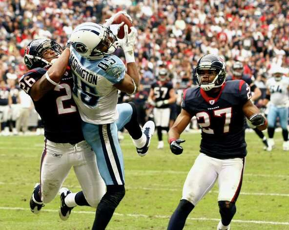 Tennessee Titans wide receiver Nate Washington (85) scores a touchdown against Houston Texans defensive back Brandon Harris (26) and defensive back Quintin Demps (27) during the second half of an NFL football game on Sunday, Jan. 1, 2012, in Houston. Photo: AP Photo, Waco Tribune Herald, Jose Yau