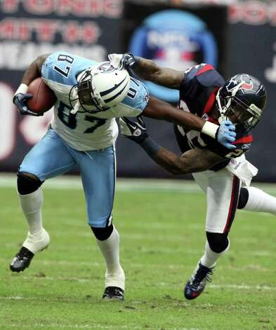 Tennessee Titans wide receiver Lavelle Hawkins (87) is tackled by Houston Texans cornerback Kareem Jackson (25) during the first half of an NFL football game on Sunday, Jan. 1, 2012, in Houston. Photo: AP Photo, Waco Tribune Herald, Jose Yau