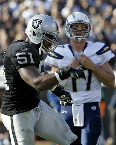 Raiders activate linebacker Aaron Curry