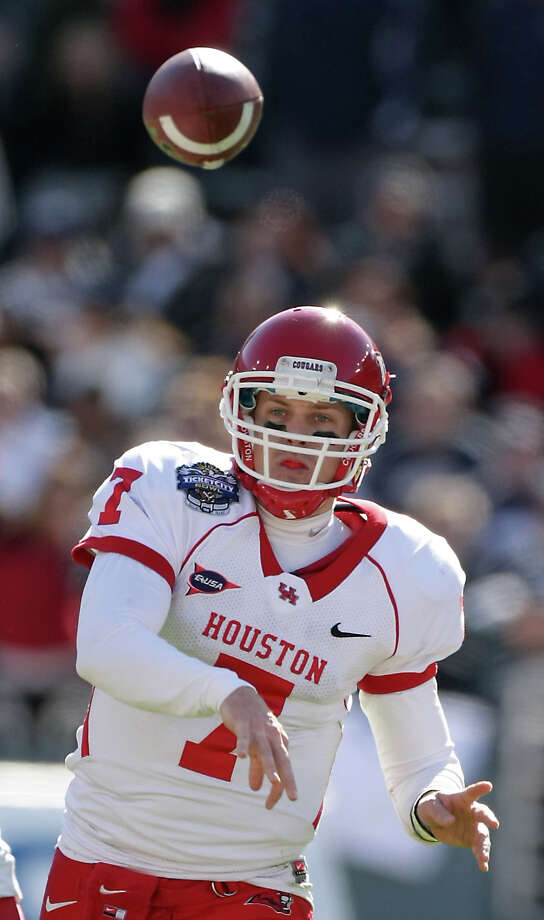 Case Keenum already had 380 passing yards at halftime. Photo: Nick De La Torre, Chronicle /  2012  Houston Chronicle