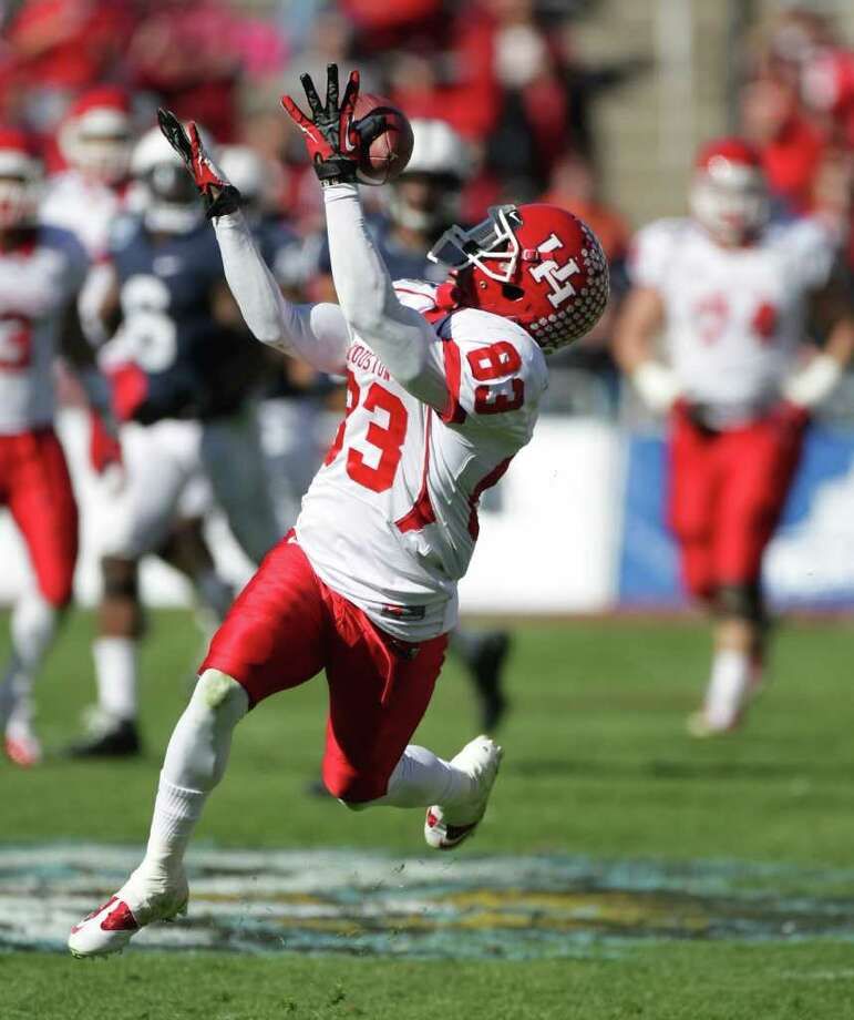 University of Houston wide receiver Patrick Edwards (83) makes an open field catch for a 40-yard touchdown during the second quarter of the Ticket City Bowl Monday against Penn State, Jan. 2, 2012, in the Cotton Bowl Stadium in Dallas. Photo: Nick De La Torre / © 2012  Houston Chronicle