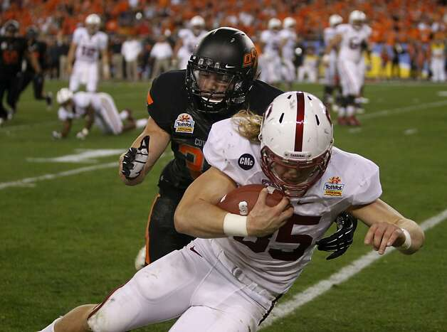 Stanford fullback Ryan Hewitt carries the ball to inside the four yard line against the Oklahoma State Cowboys in the second quarter of the Fiesta Bowl game in Glendale, Ariz. on Monday, Jan. 2, 2012. Photo: Paul Chinn, The Chronicle