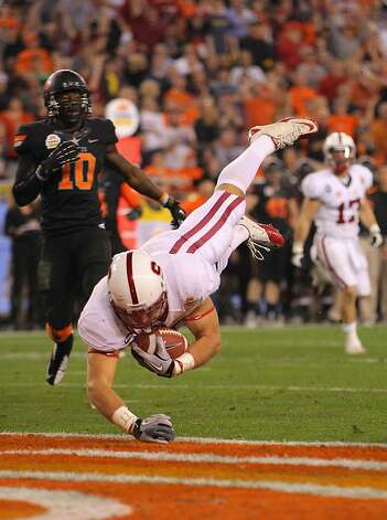 GLENDALE, AZ - JANUARY 02:  Zach Ertz #86 of the Stanford Cardinal scores a 16-yard touchdown reception in the third quarter against the Oklahoma State Cowboys during the Tostitos Fiesta Bowl on January 2, 2012 at University of Phoenix Stadium in Glendale, Arizona.  (Photo by Doug Pensinger/Getty Images) Photo: Doug Pensinger, Getty Images