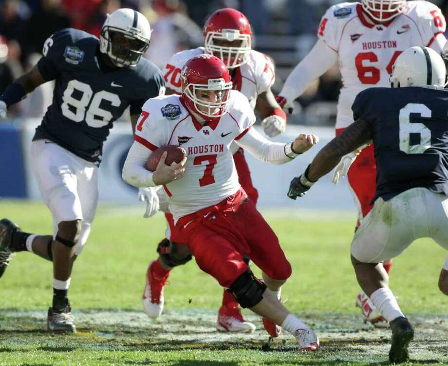 University of Houston quarterback Case Keenum (7) looks for running room as he scrambles for a first down during the fourth quarter of the Ticket City Bowl against Penn State Monday, Jan. 2, 2012, in the Cotton Bowl Stadium in Dallas. The University of Houston won 30-14. Photo: Nick De La Torre, Houston Chronicle / © 2012  Houston Chronicle