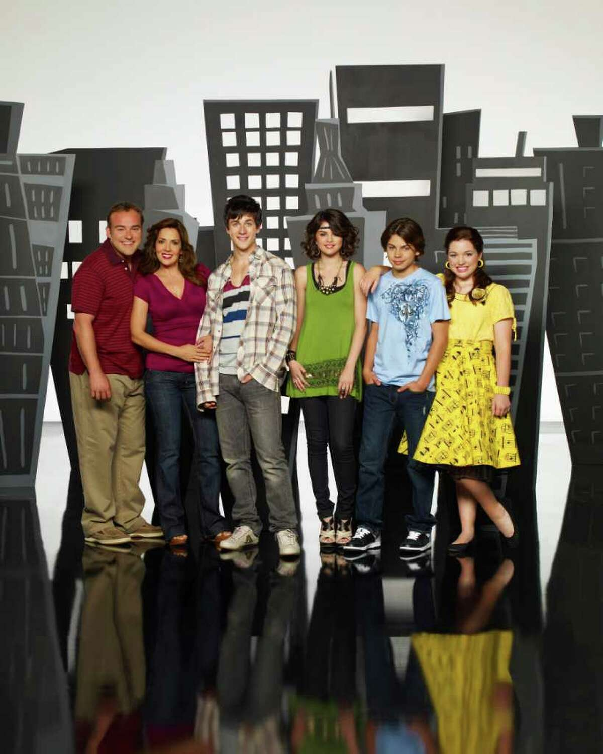 """WIZARDS OF WAVERLY PLACE - Disney Channel's """"Wizards of Waverly Place"""" stars David Deluise as Jerry Russo, Maria Canals-Barrera as Theresa Russo, David Henrie as Justin Russo, Selena Gomez as Alex Russo, Jake T. Austin as Max Russo and Jennifer Stone as Harper."""