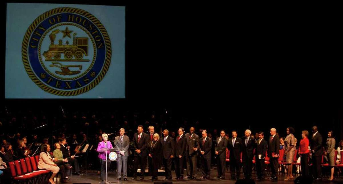 NICK de la TORRE PHOTOS : CHRONICLE NEW NAMES TO LEARN: Mayor Annise Parker swears in all 16 members of the City Council during the city's 2012 inaugural ceremony Tuesday at the Hobby Center for the Performing Arts.