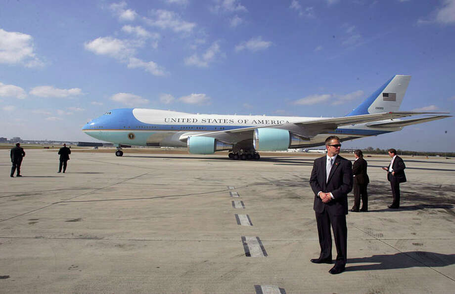 Secret Service agents keep watch as Air Force One taxis to its stopping position as President George W. Bush arrives for a day visit Thursday, November 8, 2007 at San Antonio International Airport. BAHRAM MARK SOBHANI/STAFF Photo: BAHRAM MARK SOBHANI, Express-News / SAN ANTONIO EXPRESS NEWS
