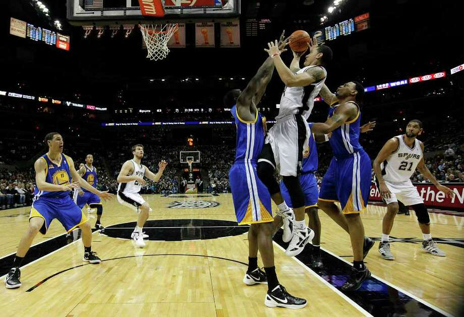 Spurs' Danny Green (04) goes up for a shot against a trio of Golden State Warriors in the second half at the AT&T Center on Wednesday, Jan. 4, 2012. Spurs won 101-95. Kin Man Hui/kmhui@express-news.net Photo: KIN MAN HUI, Express-News / SAN ANTONIO EXPRESS-NEWS