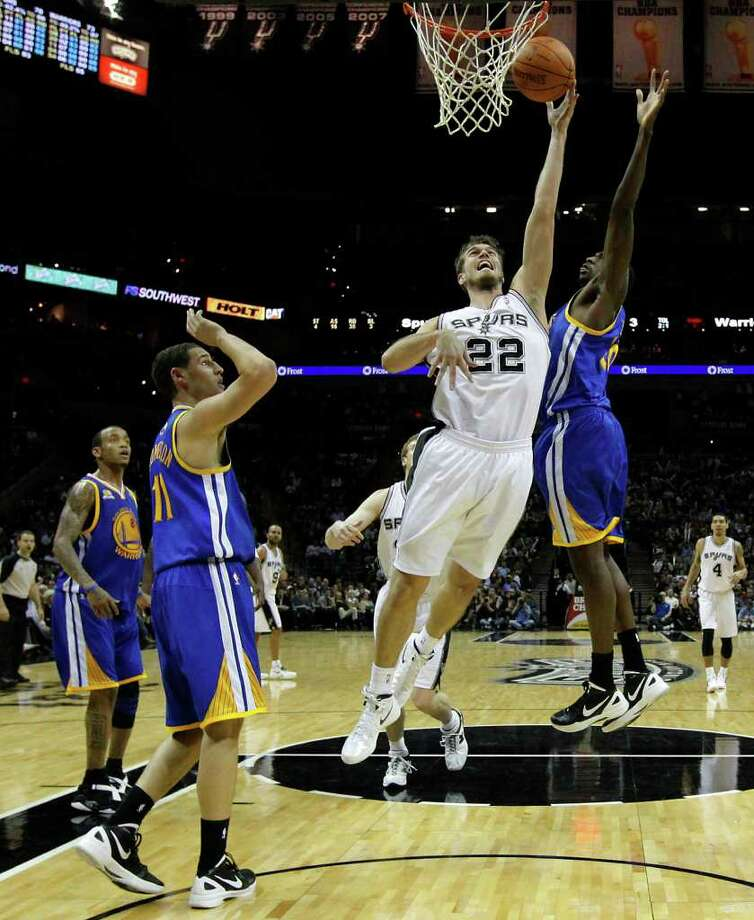 Spurs' Tiago Splitter (22) takes a shot near the basket against the Golden State Warriors in the second half at the AT&T Center on Wednesday, Jan. 4, 2012. Spurs won 101-95. Kin Man Hui/kmhui@express-news.net Photo: KIN MAN HUI, Express-News / SAN ANTONIO EXPRESS-NEWS