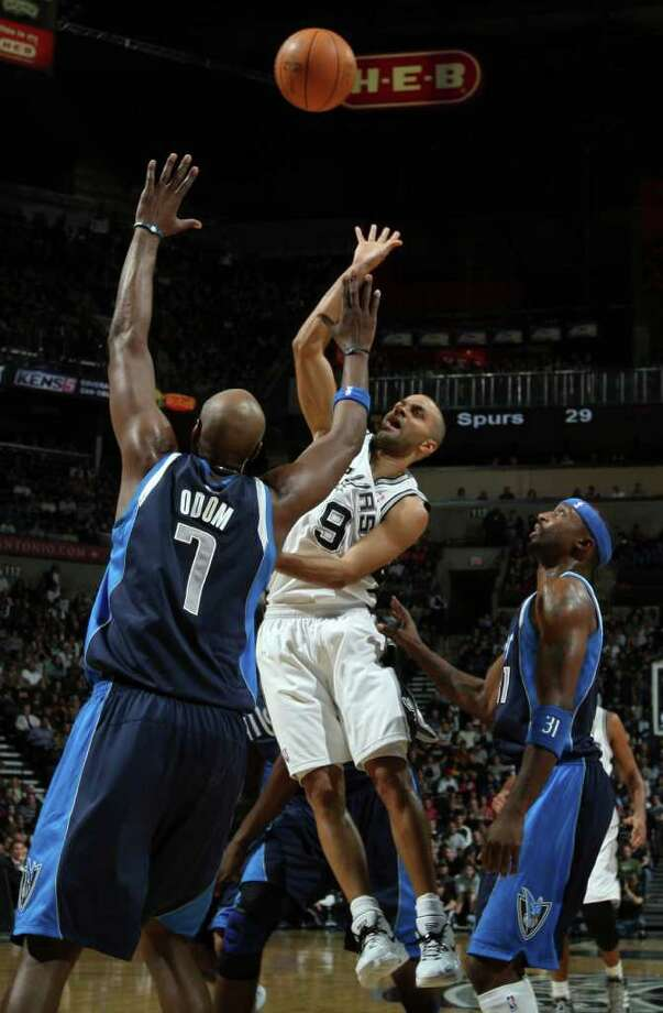 San Antonio Spurs guard Tony Parker (9) shoots over Dallas Mavericks forward Lamar Odom (7) and Dallas Mavericks guard Jason Terry (31) during first half action Thursday Jan. 5, 2012 at the AT&T Center. Photo: EDWARD A. ORNELAS, Express-News / SAN ANTONIO EXPRESS-NEWS (NFS)