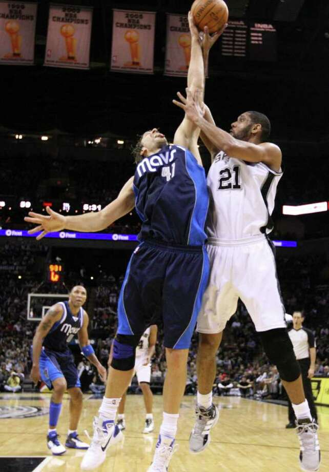 San Antonio Spurs forward Tim Duncan (21) shoots against Dallas Mavericks forward Dirk Nowitzki (41) during second half action Thursday Jan. 5, 2012 at the AT&T Center. Photo: EDWARD A. ORNELAS, Express-News / SAN ANTONIO EXPRESS-NEWS (NFS)