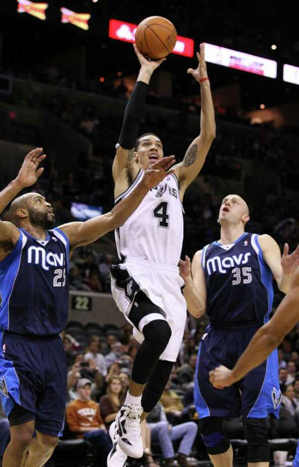 San Antonio Spurs guard Danny Green (4) shoots against Dallas Mavericks guard Vince Carter (25) and Dallas Mavericks forward Brian Cardinal (35) during second half action Thursday Jan. 5, 2012 at the AT&T Center.  The Spurs won 93-71. Photo: EDWARD A. ORNELAS, Express-News / SAN ANTONIO EXPRESS-NEWS (NFS)