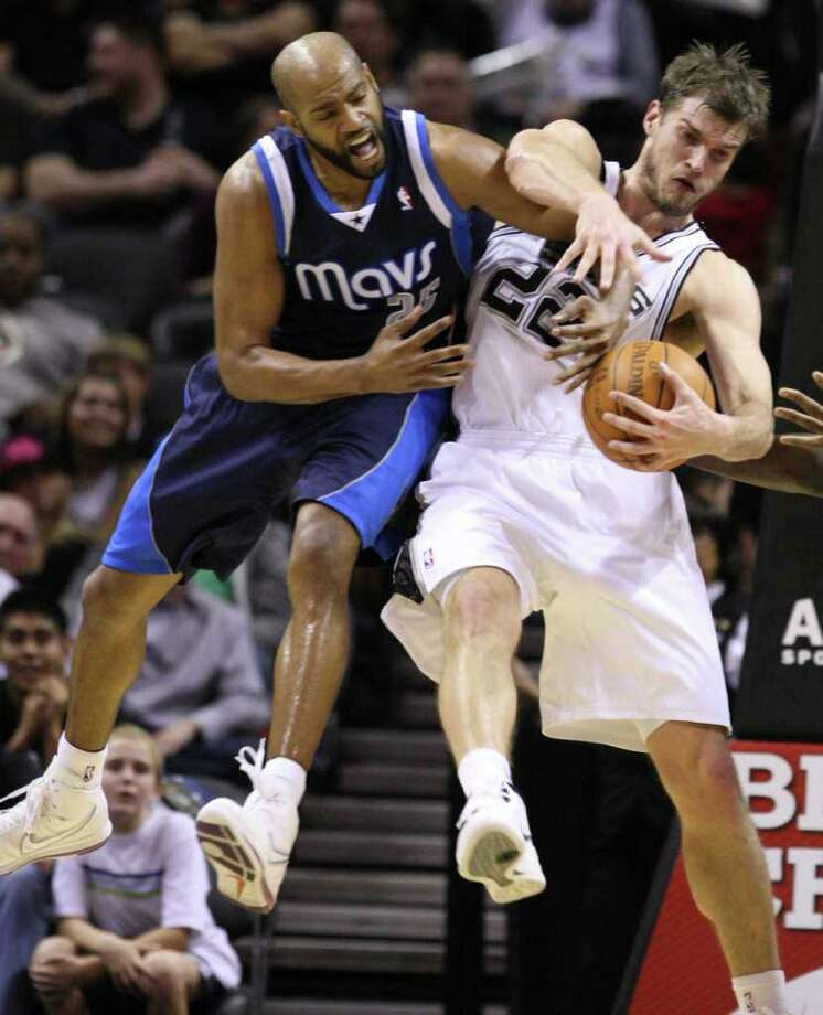 Dallas Mavericks guard Vince Carter (25) fights for a rebound with San Antonio Spurs forward Tiago Splitter (22)  during second half action Thursday Jan. 5, 2012 at the AT&T Center.  The Spurs won 93-71. Photo: EDWARD A. ORNELAS, Express-News / SAN ANTONIO EXPRESS-NEWS (NFS)