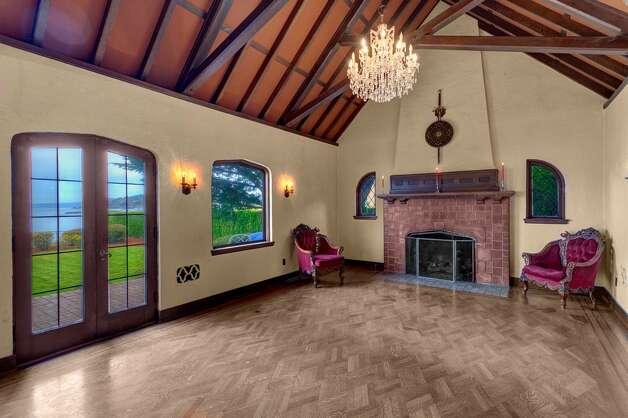 Real estate spotlight jan 6 2012 for 100 square foot living room