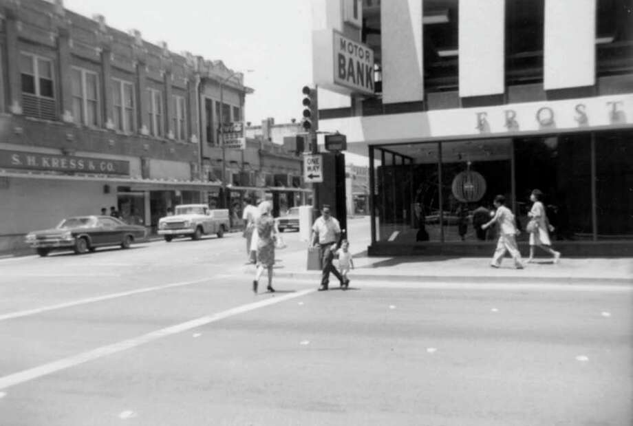 Commerce and Flores streets, looking north. Residents of the 1960s could use the services of the modernistic Frost National Bank or cross Flores Street and shop at the traditionalist Kress store. Photo: Kolarik / To be published ONLY on the iPad edition.