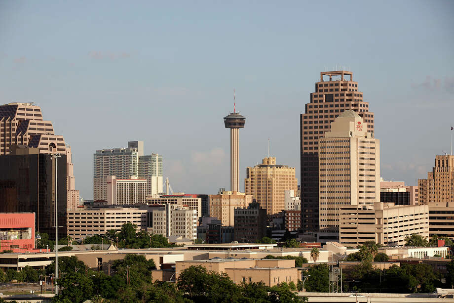 The San Antonio skyline shot from the Villa Tranchese, Wednesday, June 16, 2010. JERRY LARA/glara@express-news.net Photo: JERRY LARA, San Antonio Express-News / glara@express-news.net