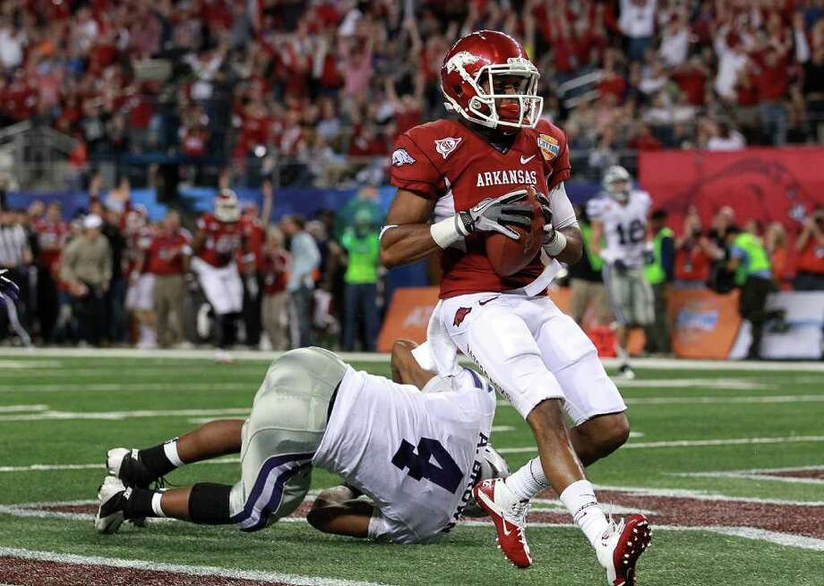 Arkansas receiver Jarius Wright pulls in a 45-yard TD reception in front of Kansas State's Arthur Brown in the second quarter. Photo: Ronald Martinez, Getty Images / 2012 Getty Images