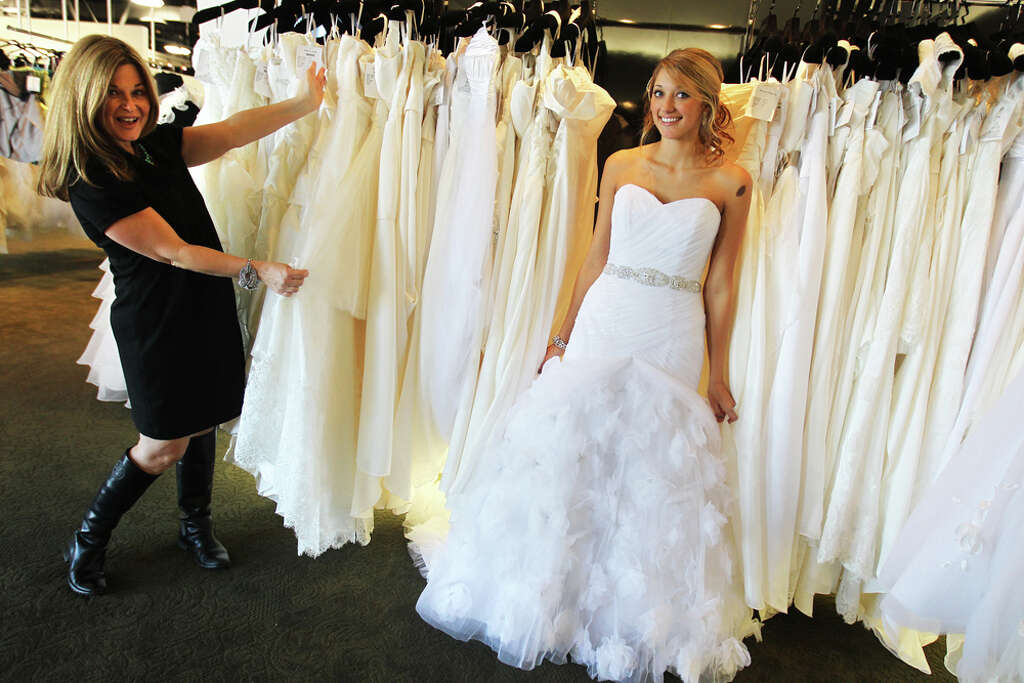 Shop to give away 50 gowns to military brides - San Antonio Express-News