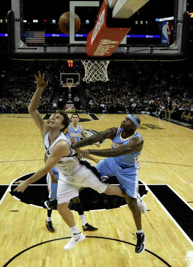 Spurs' Tiago Splitter (22) gets fouled by Denver Nuggets' Al Harrington (07) in the second half at the AT&T Center on Saturday, Jan. 7, 2012. Spurs won 121-117. Kin Man Hui/kmhui@express-news.net Photo: KIN MAN HUI, ~ / SAN ANTONIO EXPRESS-NEWS