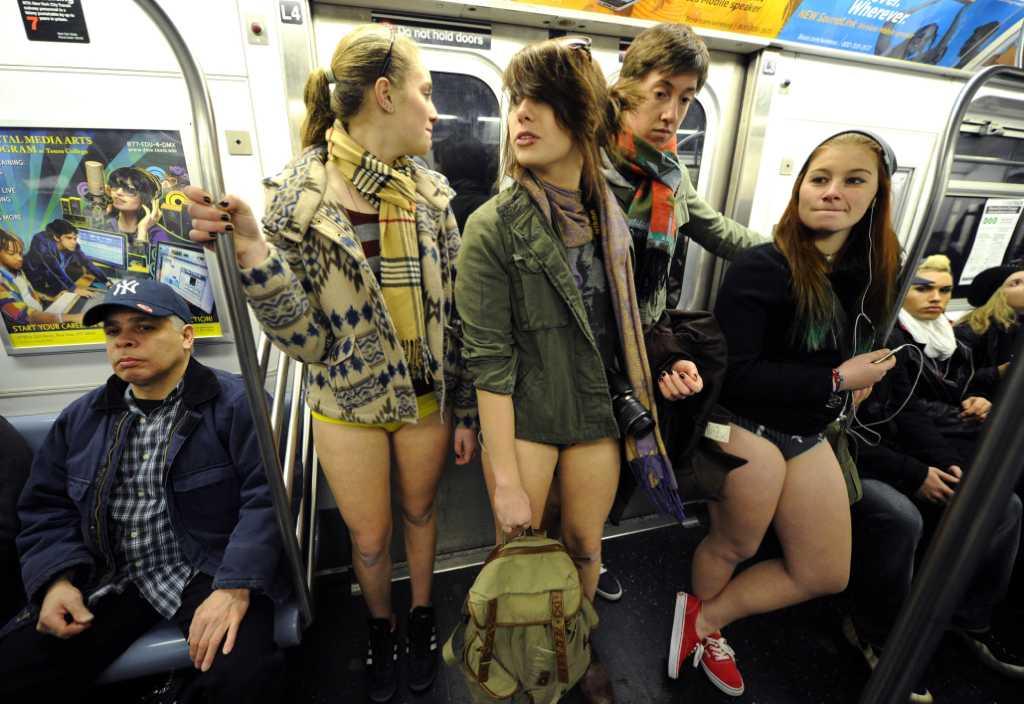 москве парню голая девушка в маршрутке фото взгляде сквозили