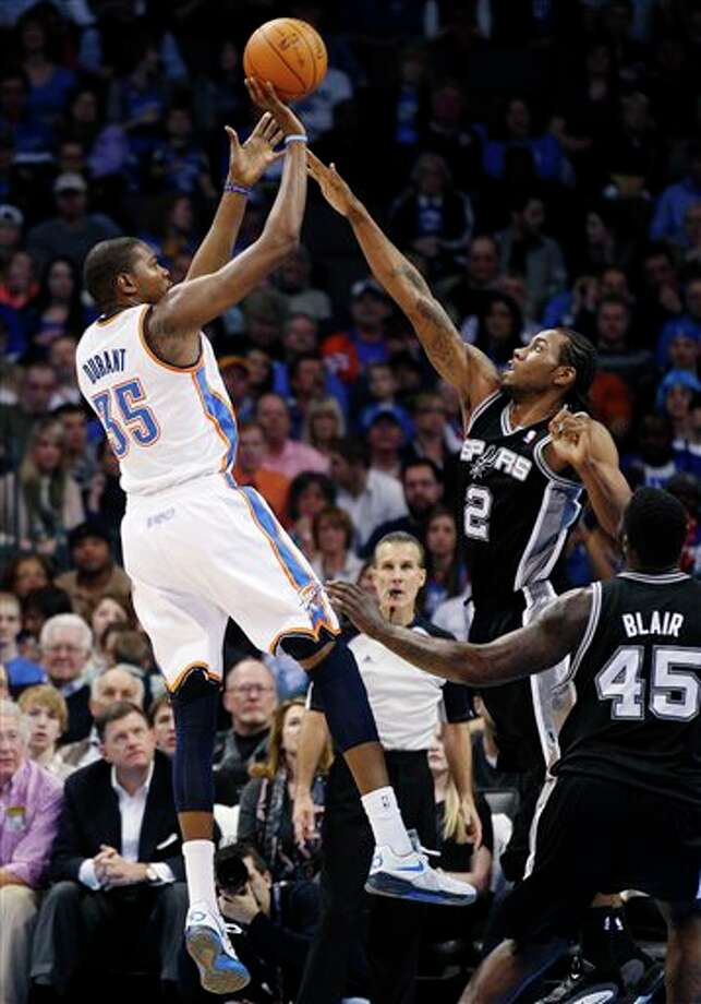 Thunder forward Kevin Durant (35) shoots over Spurs forward Kawhi Leonard in the second quarter. Photo: Sue Ogrocki, Associated Press / AP