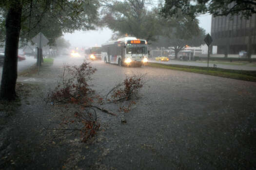 Metro Busses stay put as high water inundate the Richmond Avenue and Buffalo Speedway intersection as rain pours Monday, Jan. 9, 2012, in Houston. ( Nick de la Torre / Houston Chronicle ) Photo: HC