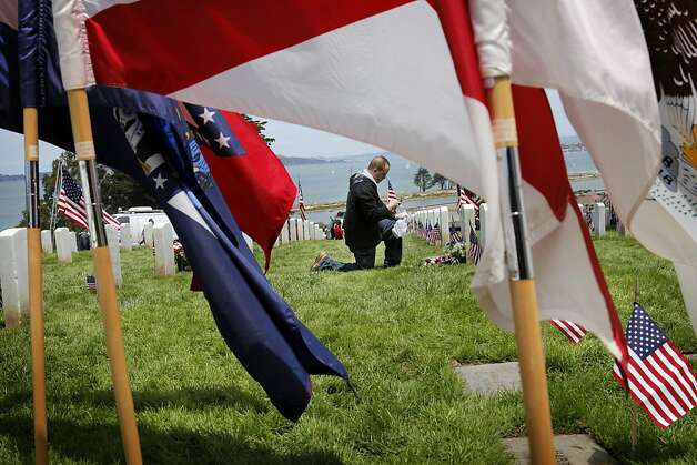 Hundreds gathered at The San Francisco National Cemetery to honor those who gave their lives in military service to their country for Memorial Day, Monday, May 30, 2011. Photo: Carlos Avila Gonzalez, The Chronicle