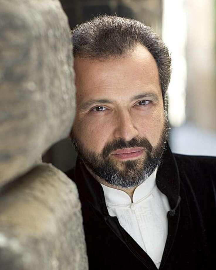 Violinist-conductor Dmitri Sitkovetsky Photo: J.Henry Fair