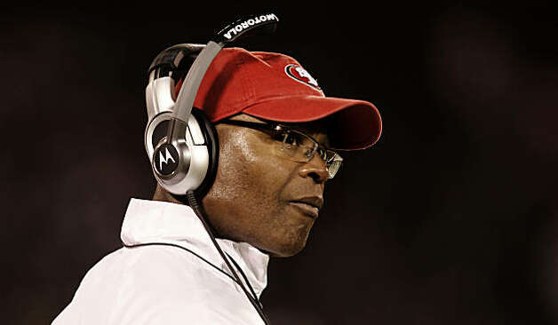 49ers head coach Mike Singletary keeps an eye on things from the sidelines as the Oakland Raiders take on the San Francisco 49ers in NFL pre-season action on Saturday August 28, 2010 in Oakland, Calif. Photo: Michael Macor, The Chronicle