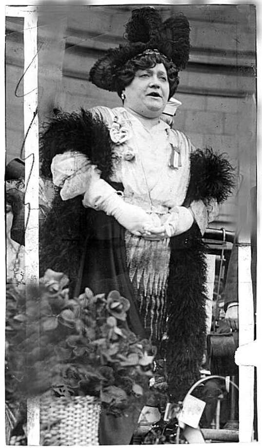 Luisa Tetrazzini. It is said that Luisa Tetrazzini, on Christmas Eve 1910, Tetrazzini broke all her contracts to give a charity performance in front of the San Fransisco Chronicle Building, attended by thousands of people.   timeline_144 Photo: SFC