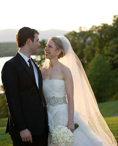 In this photo provided by Genevieve de Manio Photography, Chelsea Clinton and Marc Mezvinsky are seen during their wedding, Saturday, July 31, 2010 in Rhinebeck, N.Y.  Chelsea Clinton wed her longtime boyfriend under extraordinary security at an elegant Hudson River estate late Saturday. (AP Photo/Genevieve de Manio ) NO SALES Photo: Genevieve De Manio, Associated Press